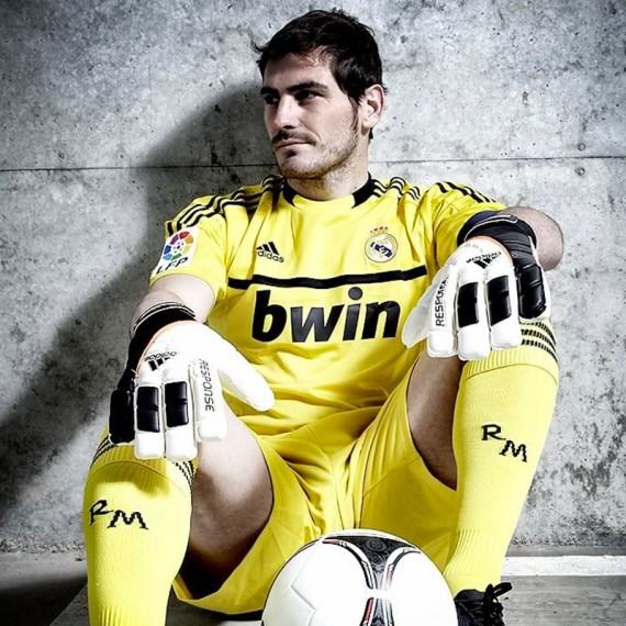 iker-casillas-adidas-destacada