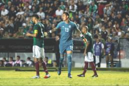 Raúl Gudiño en un partido contra el equipo de Chile