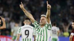 Joaquin Sánchez jugador del Betis celebrando una victoria
