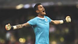 Raúl Gudiño celebrando una victoria